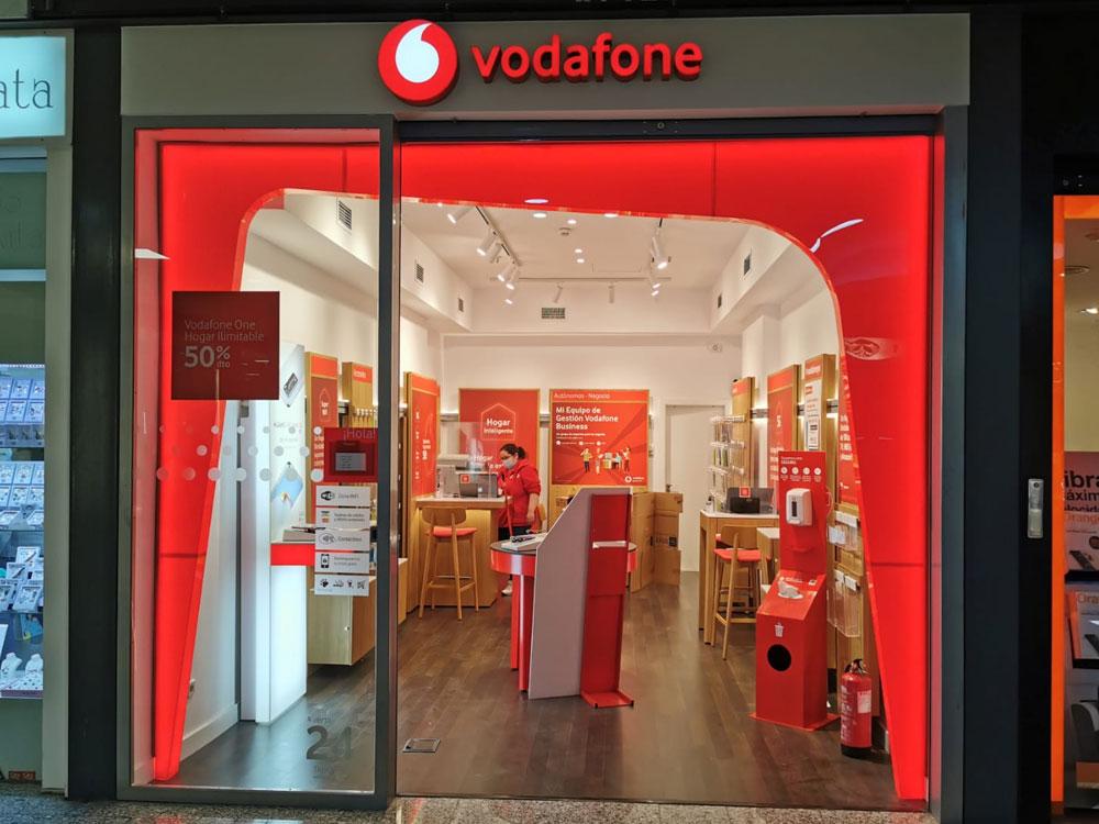 Tienda-Vodafone-Palacio-del-Hielo-Red-Chain